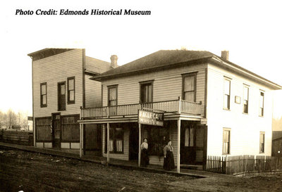 Edmonds Eagle Cafe' 1905.jpg